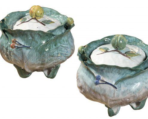 Paire de terrines couvertes en faïence de Bruxelles ou Bruges décorées « au naturel » en trompe l'œil à l'imitation de choux. 2ème moitié du 18ème siècle.  VINCENT L'HERROU GALERIE THEOREME    LE LOUVRE DES ANTIQUAIRES  2 PLACE DU PALAIS ROYAL 75001 PARIS